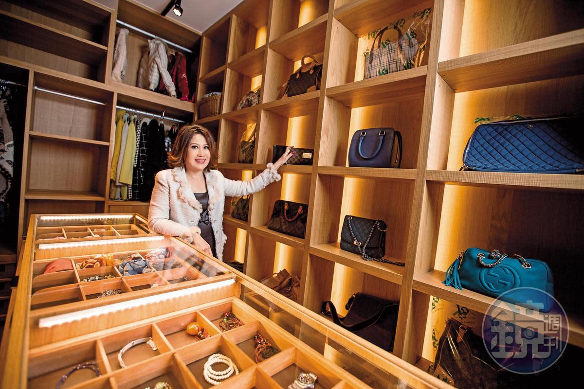陳斐娟靠房產投資獲利令人稱羨,就連自家更衣間排場同樣吸睛。