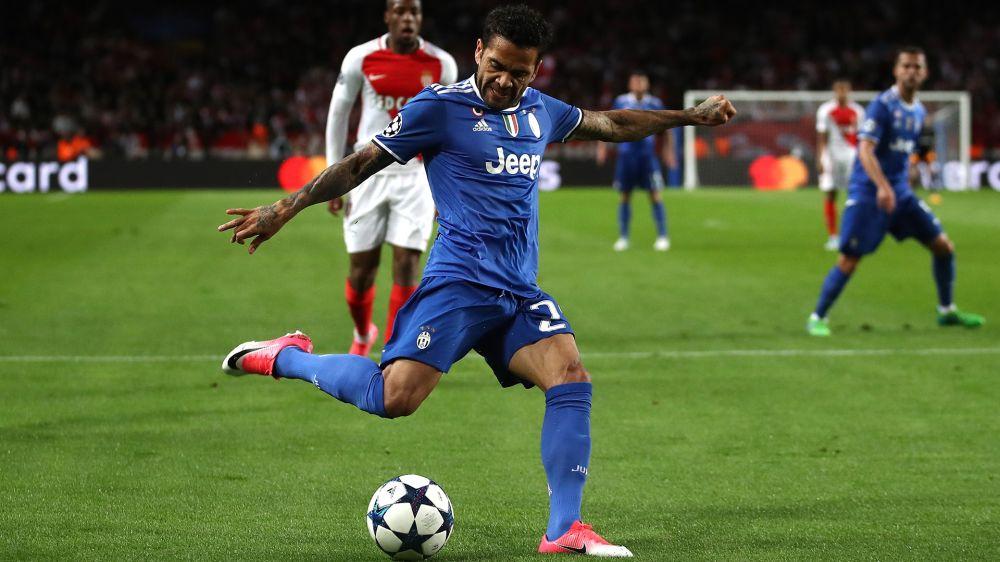 Dani Alves al 'Cuadrado' al Louis II: due assist ed una prestazione da Champions