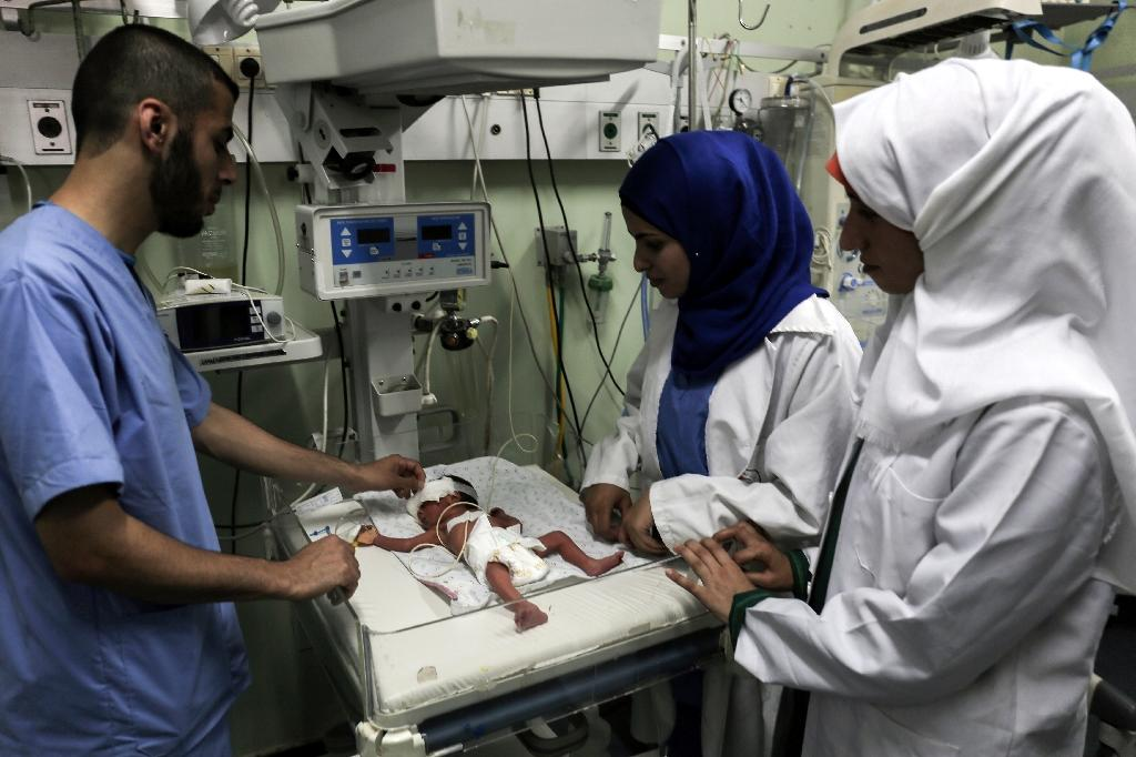 Palestinian nurses tend to a newborn at the neonatal intensive care unit at the UAE hospital in Rafah in the southern Gaza Strip on June 27, 2017 (AFP Photo/SAID KHATIB)