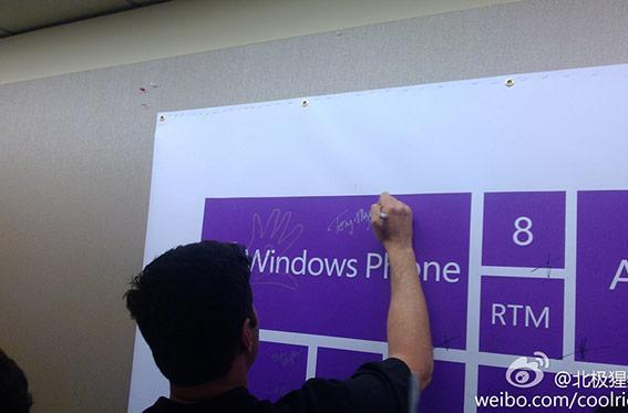 Microsoft employees 'sign off' on Windows Phone 8 RTM