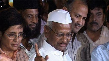 Anna Hazare parts ways with Arvind Kejriwal