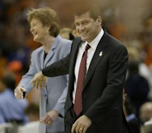 Geno Auriemma passes rival Pat Summitt for 2nd place on all-time win's list