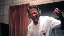 Morre DJ que inspirou personagem de Robin Williams em 'Bom Dia, Vietnã'