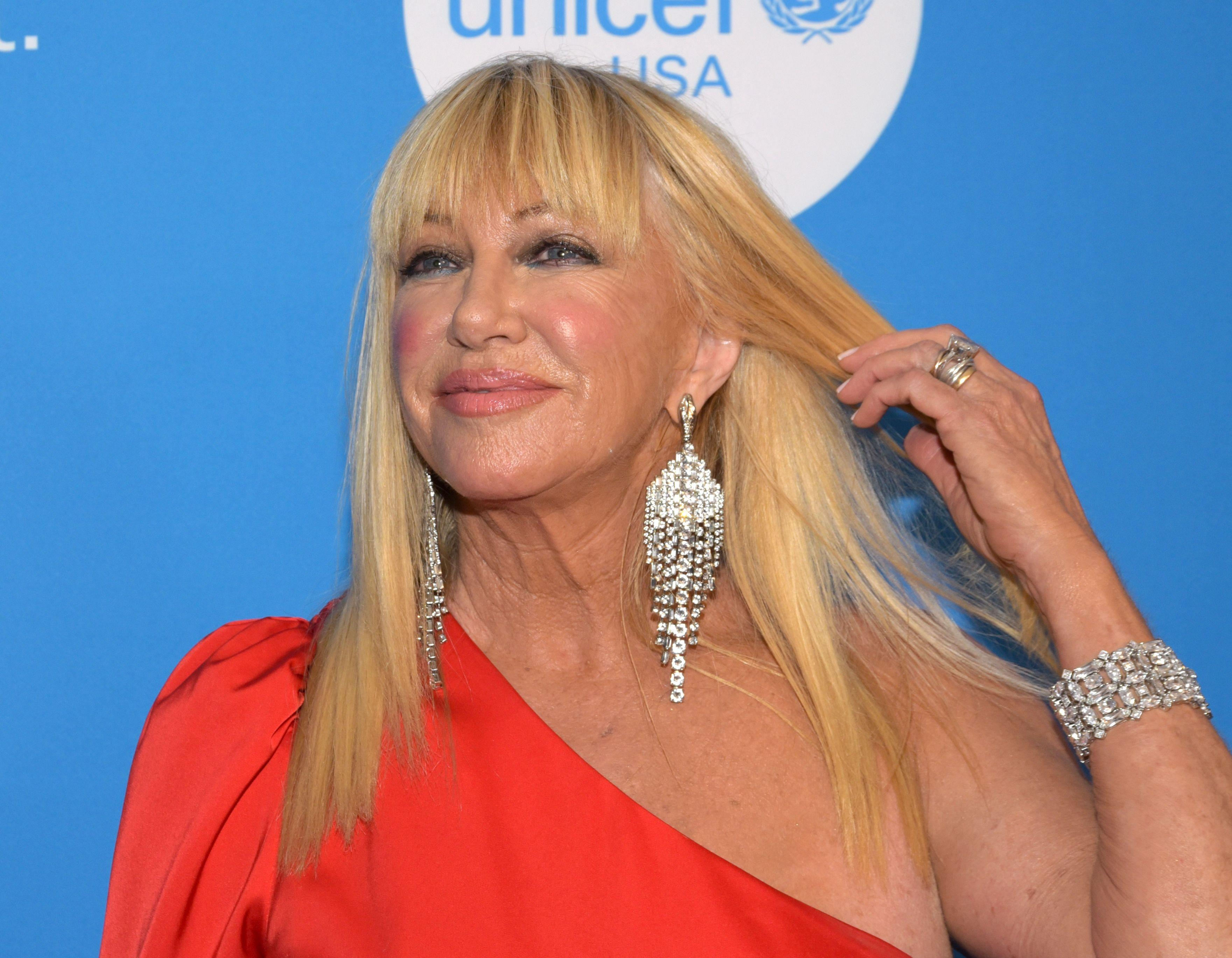 Amy Schumer Nua suzanne somers, 73, told to 'show some class' after baring all in 'birthday suit' photo