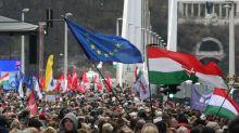 """""""Love is Love"""": Politiker aus Ungarn möchten Coca-Cola-Werbung verbieten"""
