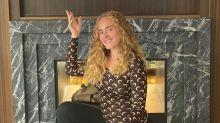 Adele aparece irreconhecível em postagem parabenizando Beyoncé por novo álbum
