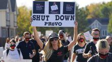 Paris Hilton encabeza protesta para cerrar escuela en Utah