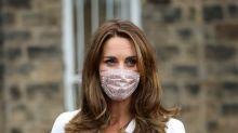 Portés par Kate Middleton, les masques à l'imprimé fleuri s'arrachent