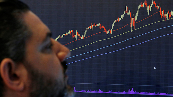 Wall Street flat on tech, oil weakness
