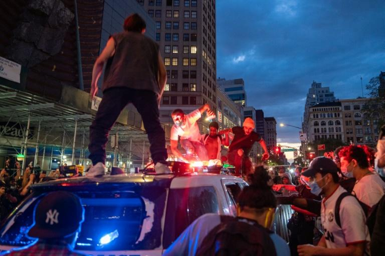 Protesters attack a police car during demonstrations in New York on May 30, 2020 -- similar incidents have led to federal indictments