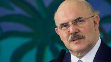 """Com coronavírus, ministro da Educação diz que está com """"início de pneumonia"""""""