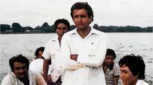 AMLO muestra foto de él de 1979; era funcionario en Tabasco