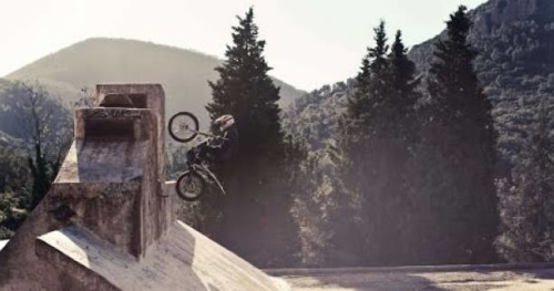 Moto - FMX - Vidéo : Julien Dupont et Léo Nobile en duo dans Ghost Highway
