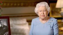 Los mensajes que manda la reina Isabel II a través de sus broches