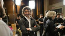 Tenor Kaufmann returns to stage after 5-month absence