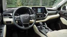 2020 Toyota Highlander Platinum Interior Driveway Test | A real knockout