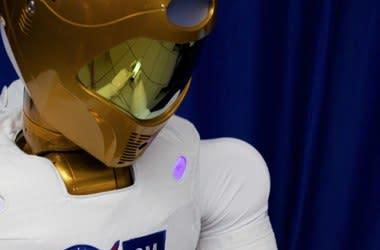 Robonaut 2 will Tweet from Space, oust HAL as mayor