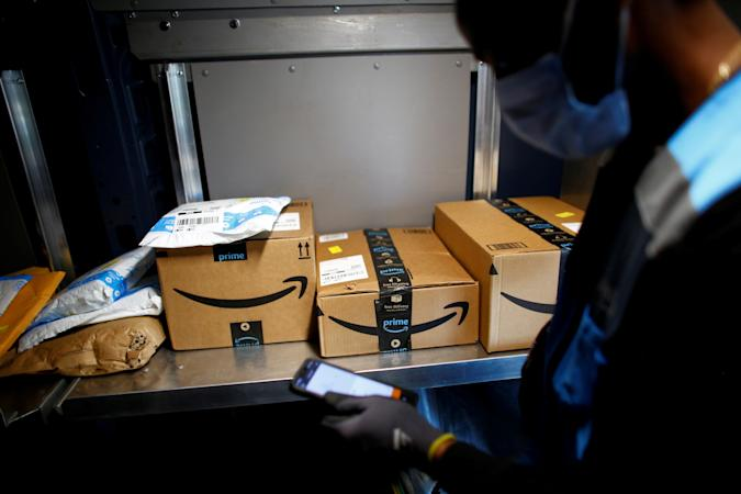 An Amazon worker delivers packages amid the coronavirus disease (COVID-19) outbreak in Denver, Colorado, U.S., April 22, 2020. Picture taken April 22, 2020. REUTERS/Kevin Mohatt