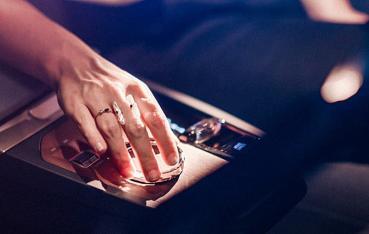 創造人與車的新互動關係,BMW將在CES消費電子展中展出新一代iDrive系統和手勢控制技術