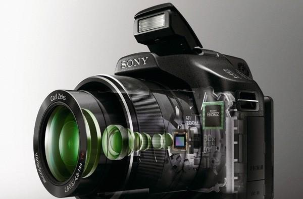 Sony's DSC-HX100V and HX9V superzooms get official, headed to shelves this April