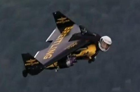 Jetman soars over Rio, flies circles around historical landmarks (video)