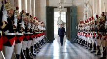 À Versailles, Macron déroule le tapis aux patrons étrangers