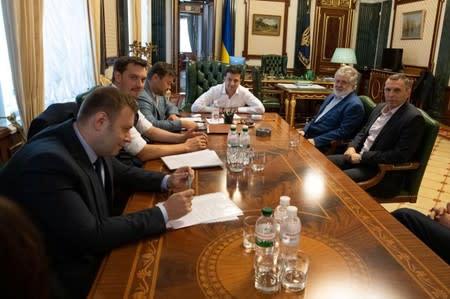 Ukraine president meets tycoon Kolomoisky amid concerns over their business ties