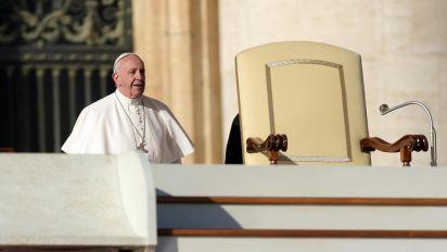 """Papa a sindacalisti: """"Lavoro non è merce, non lasciatevi corrompere"""""""
