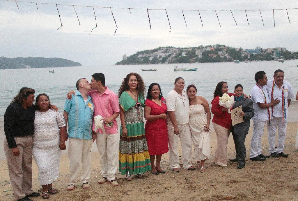 Twenty gay and lesbian couples have married in a mass wedding on an Acapulco beach, one month after Mexico's top court all but legalized same-sex marriage nationwide (AFP Photo/Pedro Pardo)