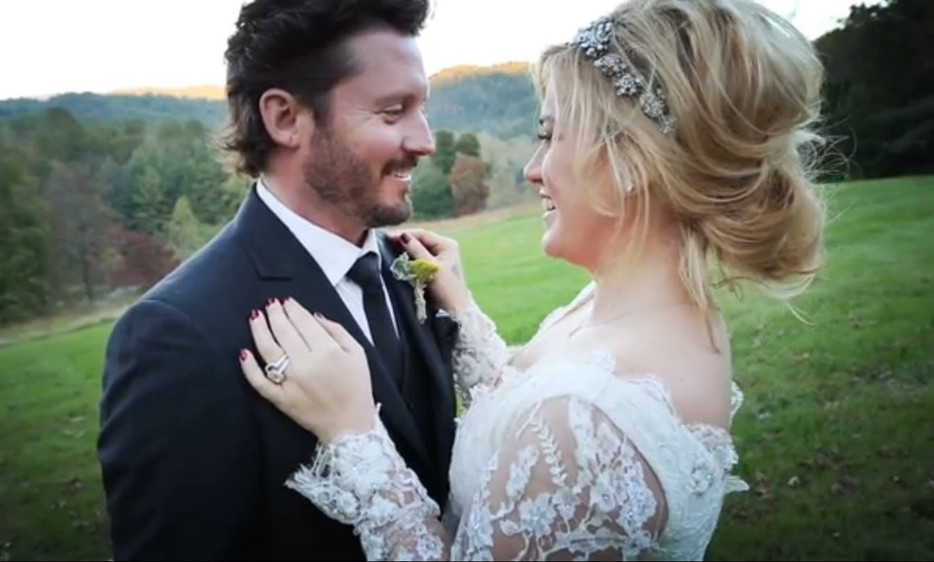 watch kelly clarkson say 'i do' in sweet wedding video