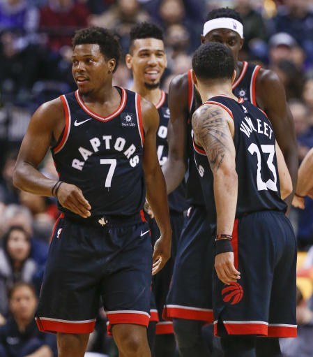 Lin leads Raptors to rout of Knicks; Lowry injured