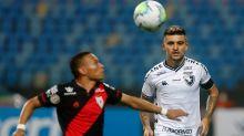 Botafogo aposta em contra-ataques, mas é o pior time reativo do Brasileirão