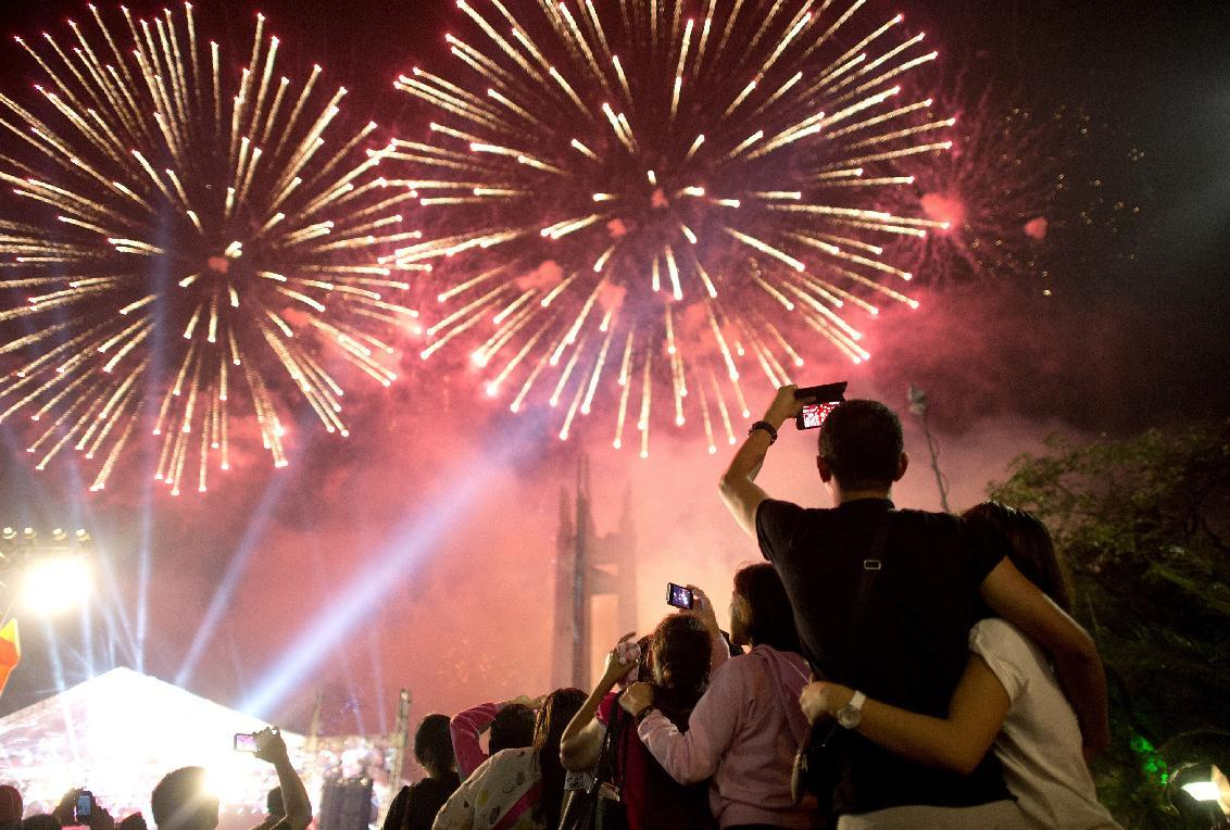 new year revelry hurts hundreds in philippines yahoo