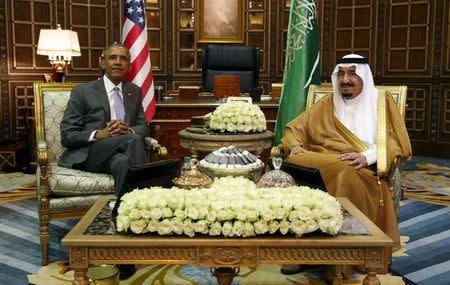 U.S. President Barack Obama meets with Saudi King Salman at Erga Palace upon his arrival for a summit meeting in Riyadh, Saudi Arabia April 20, 2016. REUTERS/Kevin Lamarque