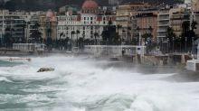 Tempête Alex : un pont emporté, les habitants appelés à rester à l'abri dans les Alpes-Maritimes