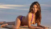 Chrissy Teigen vuelve a presumir de cuerpazo en bikini tras ser mamá