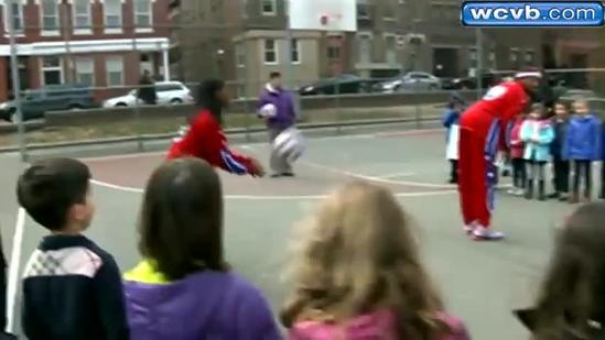 Globetrotters feature female star