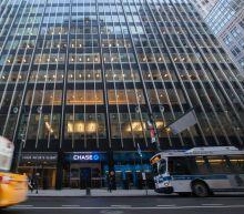 U.S. Banks Keep Tumbling as Bad News Piles Up, Curve Inverts