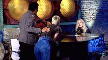 'American Idol' Singer Is So Good, Judges Gather Around Piano To Listen