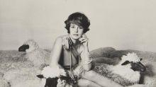 """Vêtements, bijoux et photos """"inédites"""" : la garde-robe de Jeanne Moreau aux enchères en octobre"""