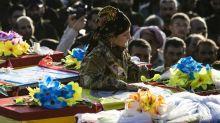 Curdos enterram seus mortos e se sentem traídos pelos EUA