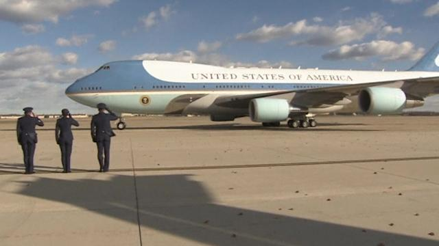 Obama departs for Democratic Party events on West Coast