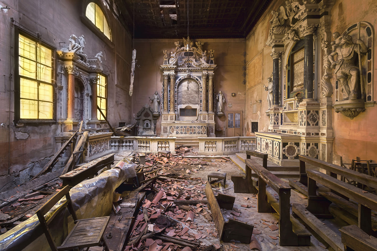 <p>Robroek photographed churches up and down Italy on holidays from his home in the Netherlands. (Photo: Roman Robroek/Caters News) </p>