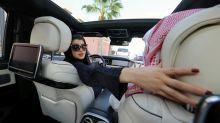 Mulheres sauditas assumem o volante após o fim da proibição de conduzir