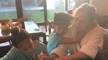 Jennifer López es una mamá a todo dar; ayuda a sus hijos a hacer las tareas