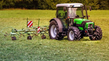 Deere: Analysts' Views before Its Q1 Earnings