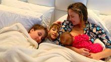 """Claudia Leitte amamenta Bela com os filhos: """"Minúcias valiosas"""""""