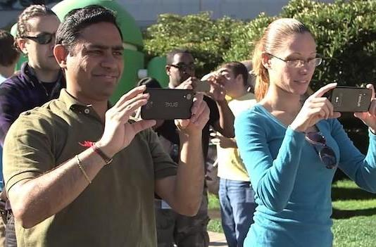Google's KitKat statue unveiling may have leaked a new Nexus phone (update: video removed)