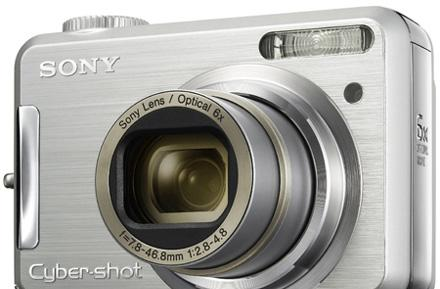 Sony's Cyber-shot DSC-S800 point-and-shoot sports 6x optical zoom
