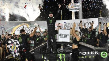 'Lucky break' helps Kurt Busch win at Kentucky